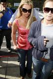 th_00663_brit001sandino_122_1091lo - Britney Spears va mieux, son décolleté aussi
