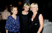 http://img19.imagevenue.com/loc236/th_46097_kristen_bell_renee_zellweger_amy_poehler_launch_of_dumbdumb_04_122_236lo.jpg