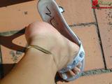 Цепочка на женской ножке