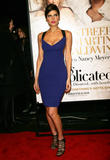 th_38473_celebrity-paradise.com-The_Elder-Lake_Bell_2009-12-09_-_NY_Premiere_Of_Its_Complicated_969_122_396lo.jpg