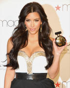 th_749318773_Kardashian004_2011_may6_event_122_512lo.jpg