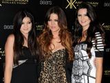 th_66784_KendallJenner_KardashianKollectionLaunchPartyatTheColonyinHollywood_August172011_By_oTTo5_122_553lo.JPG