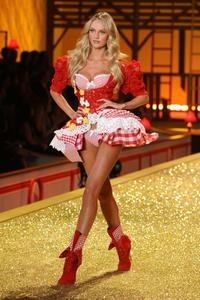 Candice Swanepoel sexy hot lingerie Victoria's Secret Fashion Show