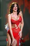 Айда Йеспица, фото 129. Aida Yespica - cleavage in red dress, foto 129